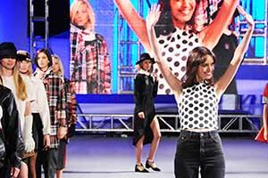Cecilia González junto a sus modelos. Foto: gentileza de Punta Carretas Shopping.