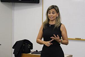 Mariana Dárdano en la clase Producción y evaluación de eventos.