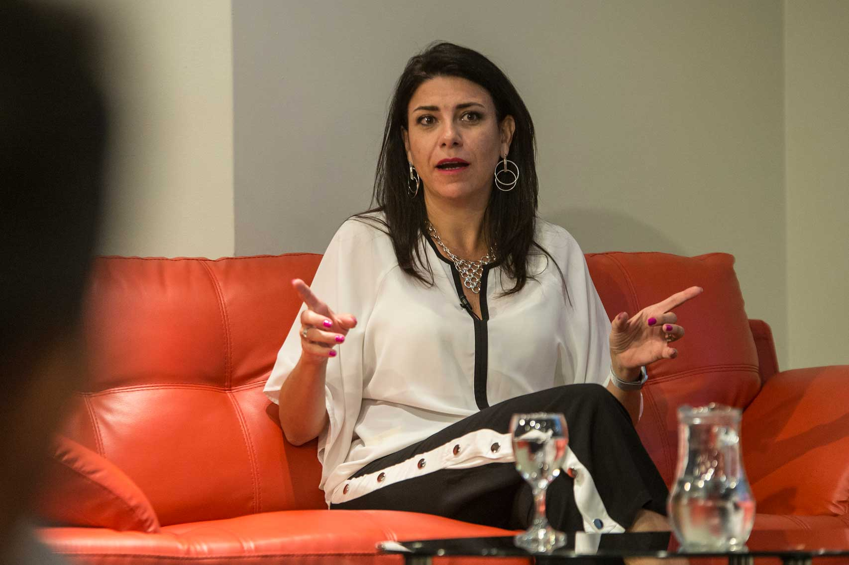 Florencia Sabatini en la presentación de los postgrados de la Facultad de Comunicación y Diseño.