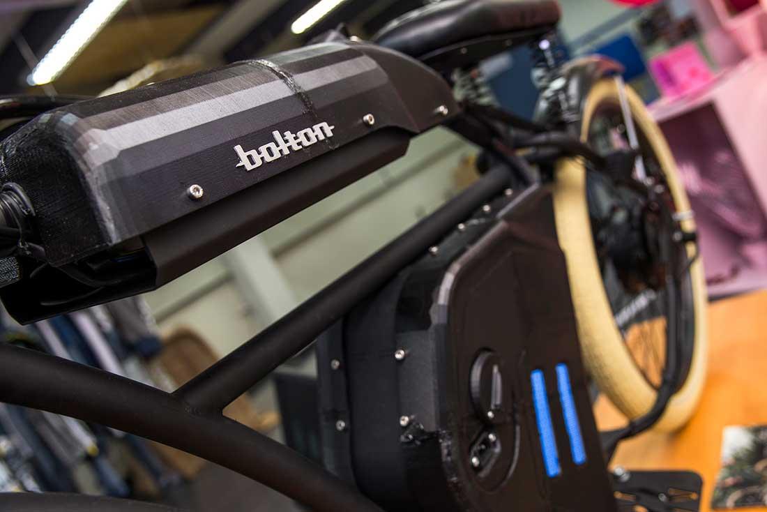 Motocicleta Bolton. Recreación.