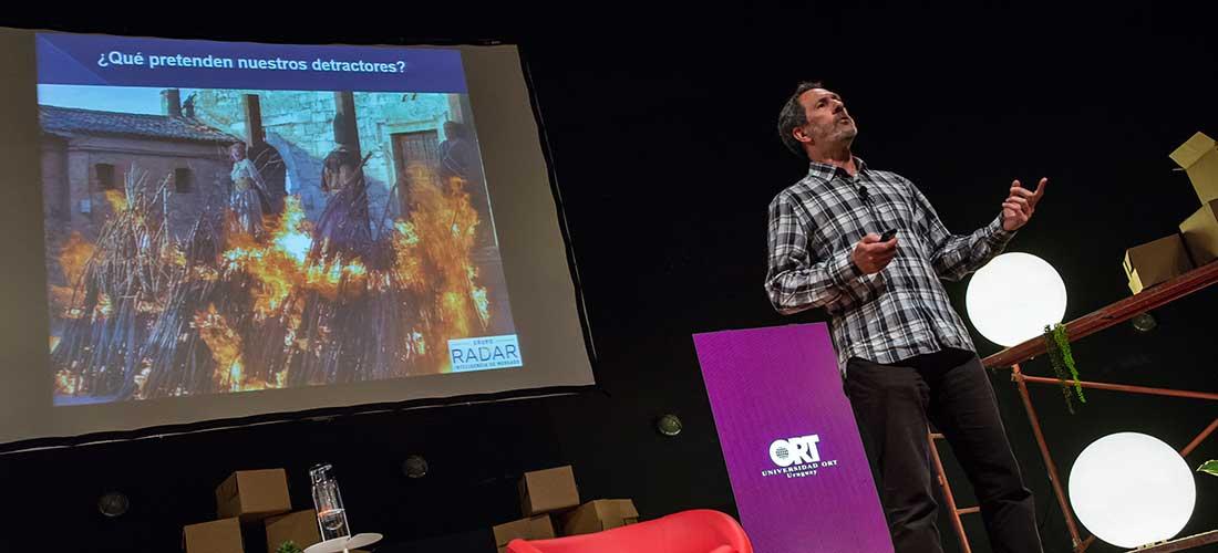 *Alain Mizrahi en el Social Media Day Uruguay.*